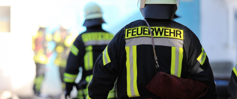 Symbolbild Feuerwehrmann im Einsatz
